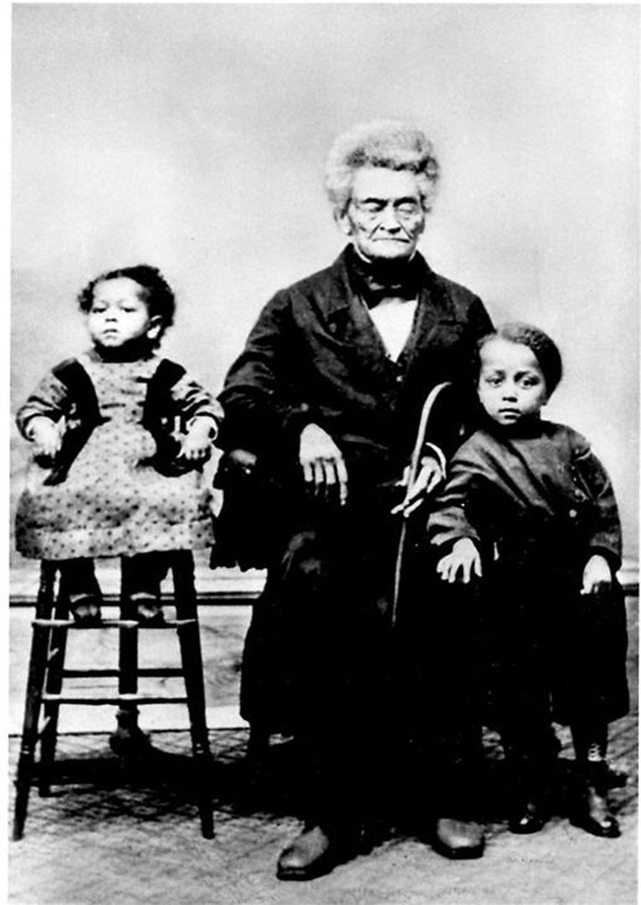 Hamilton Waters (Center) with grandson Harry T. Burleigh (l) and brother Reginald (r)